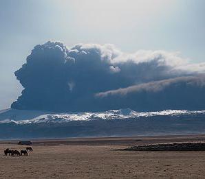 Eyjafjallajökull, April 2010 (Wikimedia Commons, attr: David Karnå)